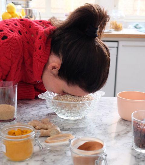 Le granola cru au curcuma et gingembre de Charlotte Collard
