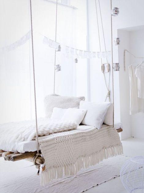chambre à la décoration toute blanche