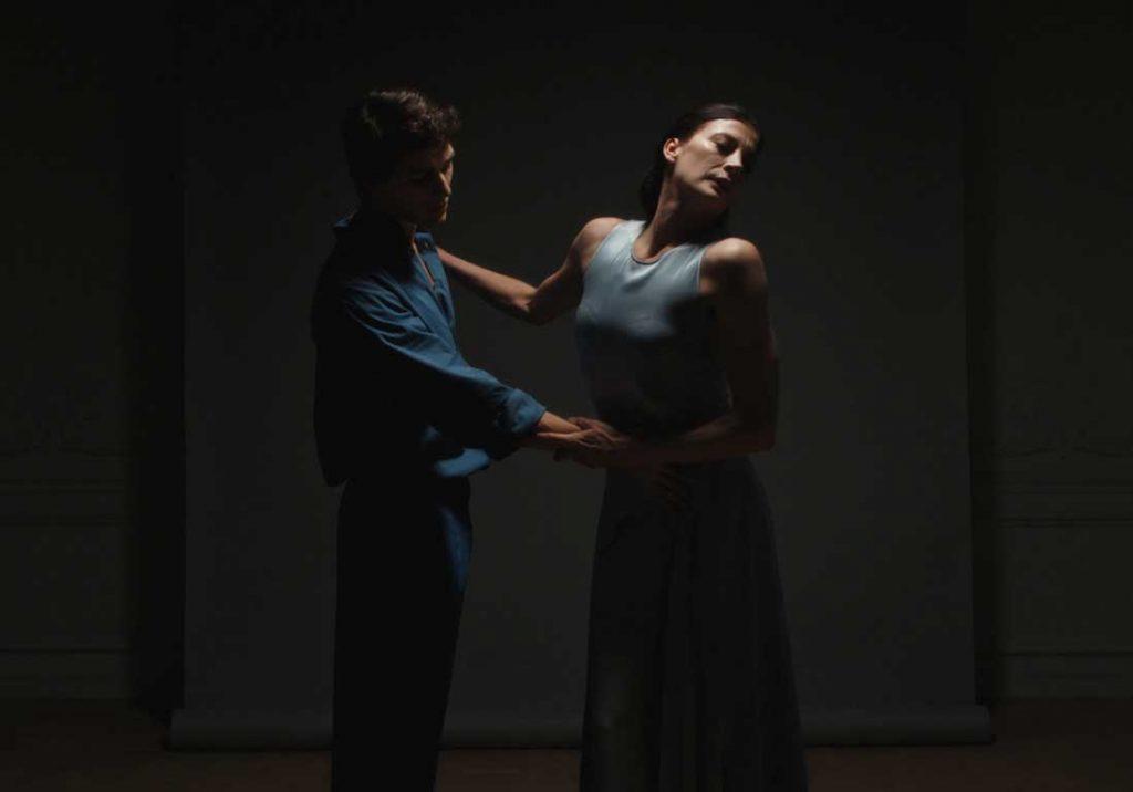 La danseuse Marie-Agnès Gillot met son coeur à nu pour la Dior Love Chain - 1