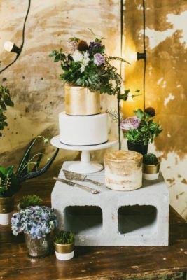gateau-de-mariage-dore-et-blanc-effet-industriel-e1467811423531