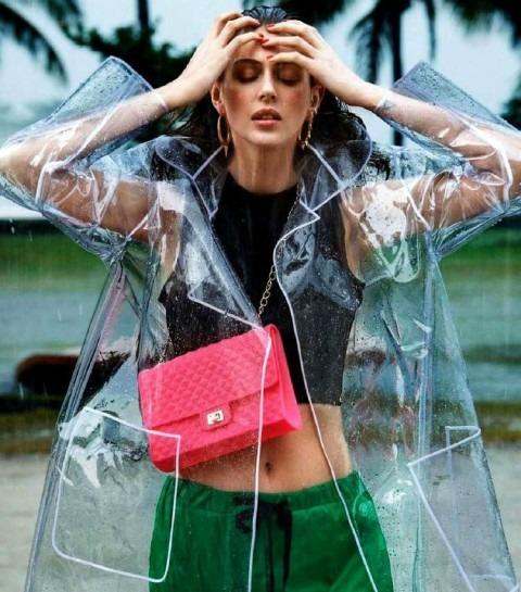Pluie : comment porter l'imperméable transparent ?