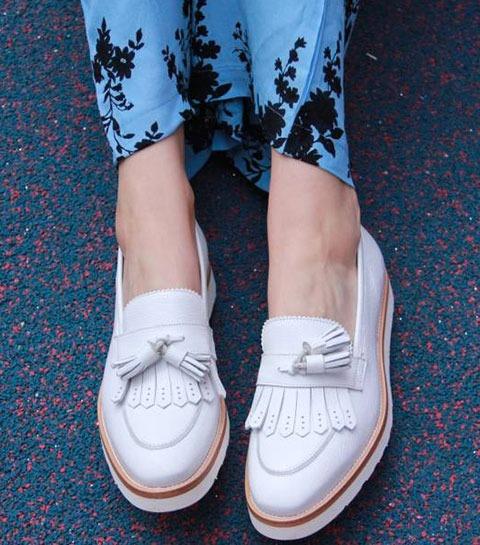 Rivka: mocassins ou sneakers?