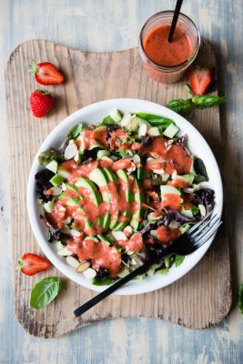 Mixed-Greens-with-Strawberry-Herb-Dressing-9