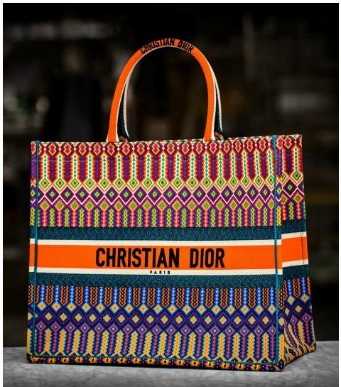Dior présente le savoir-faire du sac «Book Tote» brodé (VIDEO)
