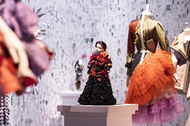 Viktor & Rolf exposent 25 ans de mode radicale à Rotterdam - 9
