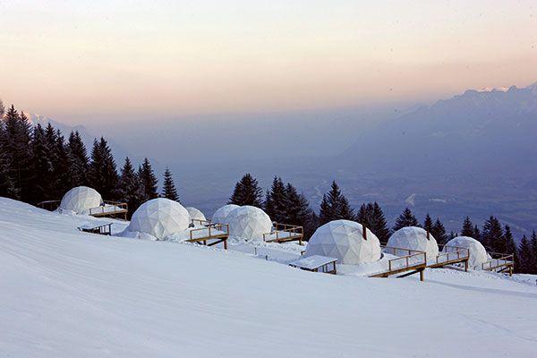 Whitepod_hotel_sunrise_camp