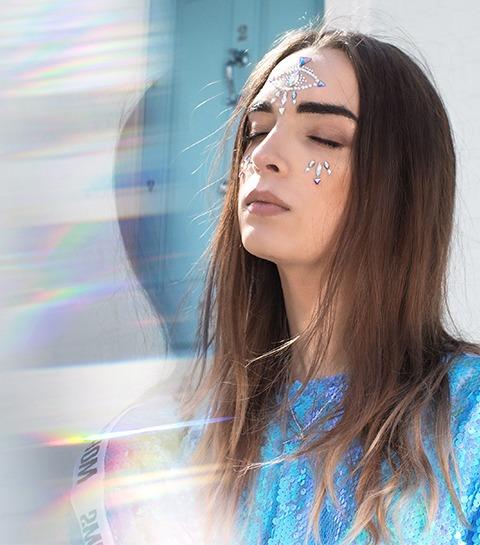 Le label belge Sé-ach bouscule les codes avec une mannequin transgenre
