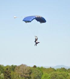 img_skydive_480x545