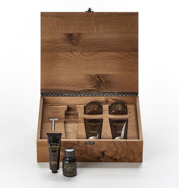 Kit de rasage dans un coffret en bois renfermant des soins signés Le Labo.