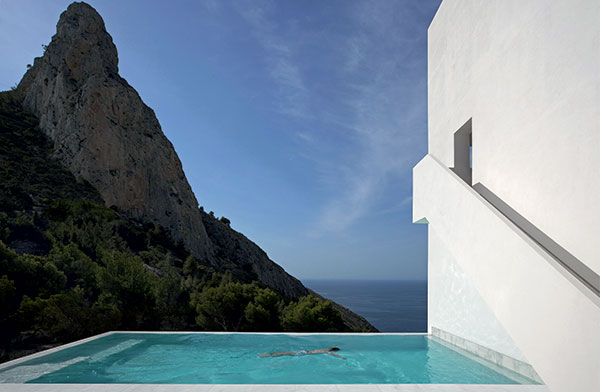 ©Architecture–FRAN-SILVESTRE-ARQUITECTOS,-House-on-the-cliff-Photography_SWIMMINGPOOL