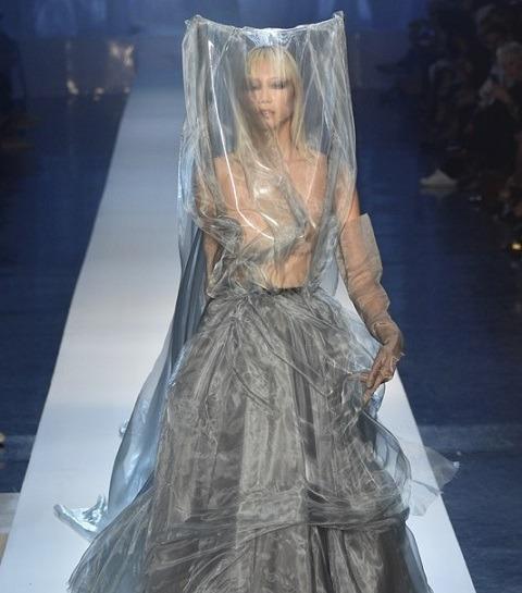 Haute Couture : Jean-Paul Gaultier ne mégote pas
