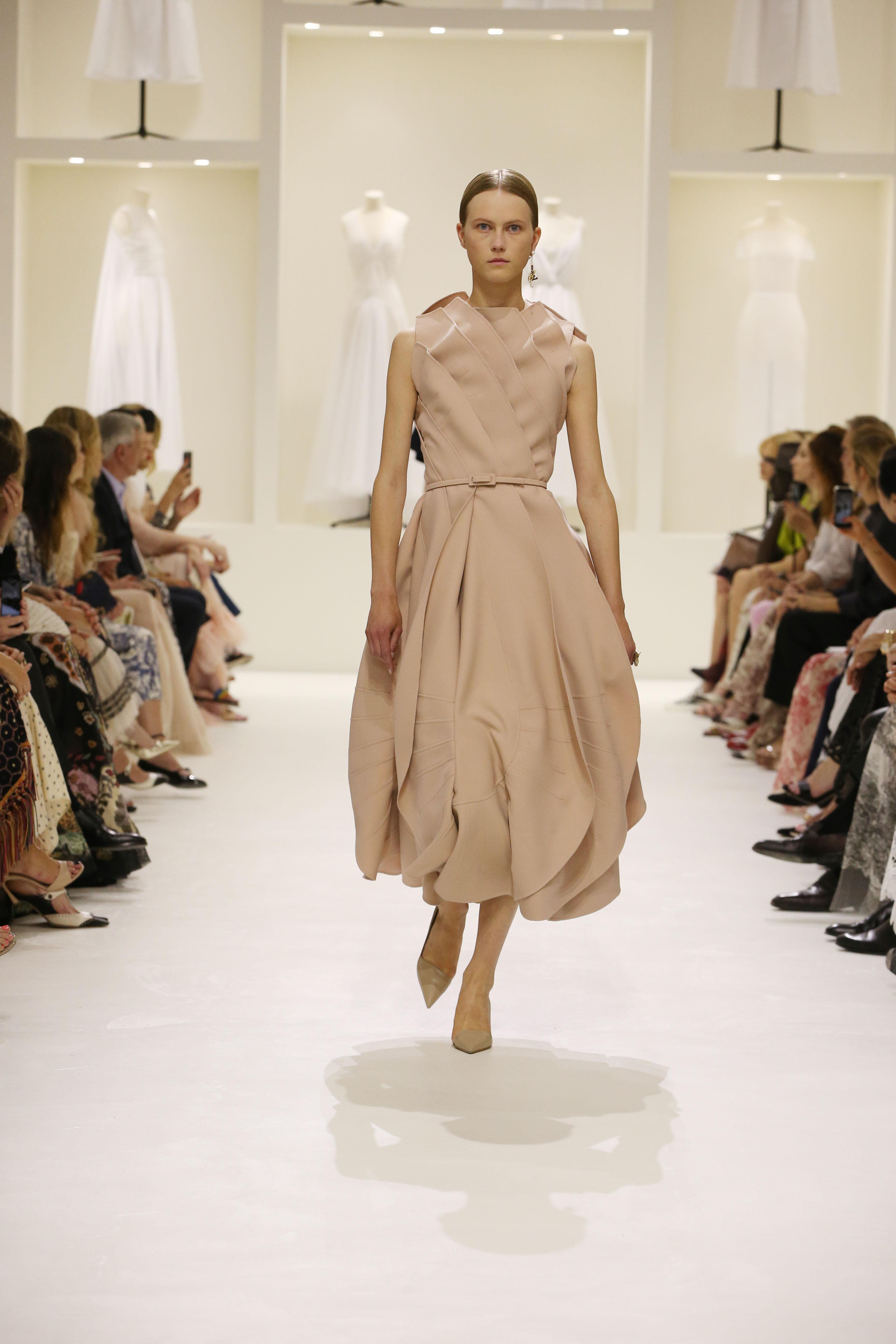 Christian Dior Haute Couture AH18-19 : les sources de l'épure - 10