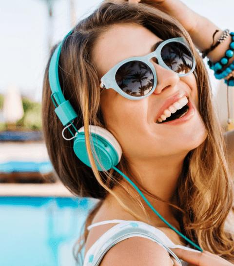 5 podcasts à découvrir pour s'évader sous le soleil