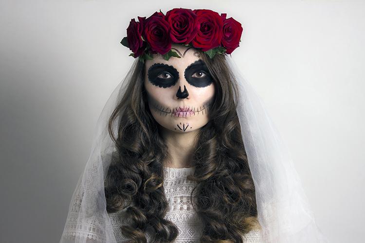 Photo d'un maquillage d'Halloween représentant une mariée morte-vivante.