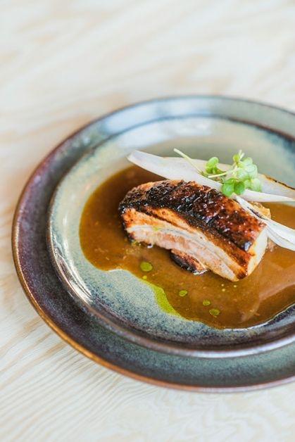 Médaillon de porc cuit à basse température et sa croute croustillante.