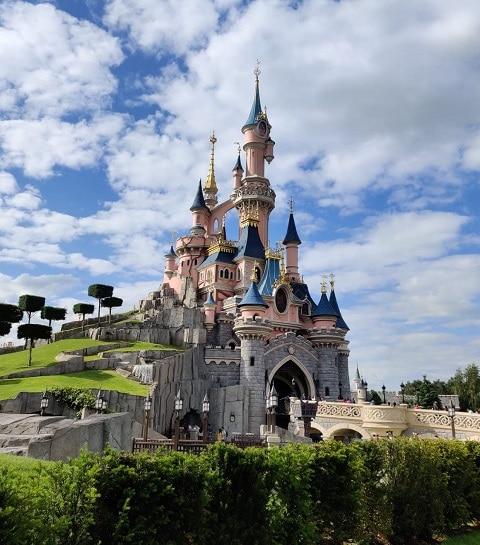 Vu sur le château depuis le parc de DisneyLand Paris.
