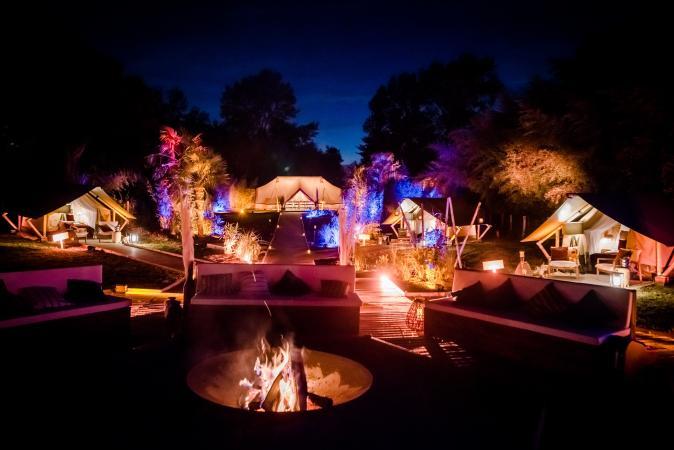 Campement pour le glamping au beau milieu du parc de DisneyLand Paris.