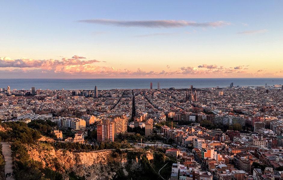Les Bunkers vous offrent une vue spectaculaire à 360° sur tout Barcelone, un panorama particulièrement spectaculaire au moment du coucher du soleil.