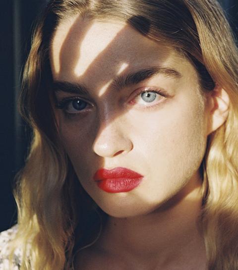 Jeanne Damas lance sa ligne de «Rouje» à lèvres