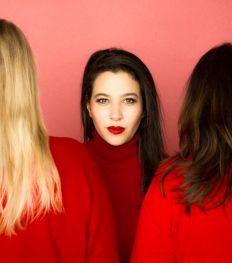 Sisters: on a vu la nouvelle pièce hilarante de Myriam Leroy