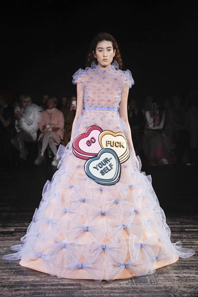 Paris Haute-Couture : Viktor & Rolf, la mode à slogans - 3
