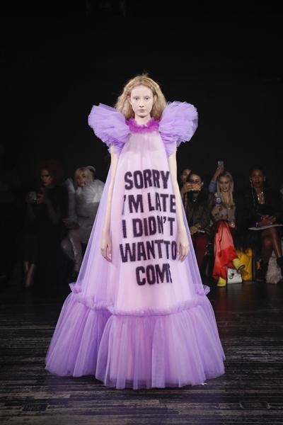 Paris Haute-Couture : Viktor & Rolf, la mode à slogans - 2