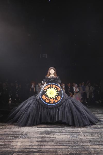 Paris Haute-Couture : Viktor & Rolf, la mode à slogans - 4