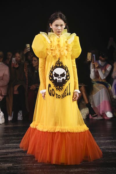 Paris Haute-Couture : Viktor & Rolf, la mode à slogans - 1