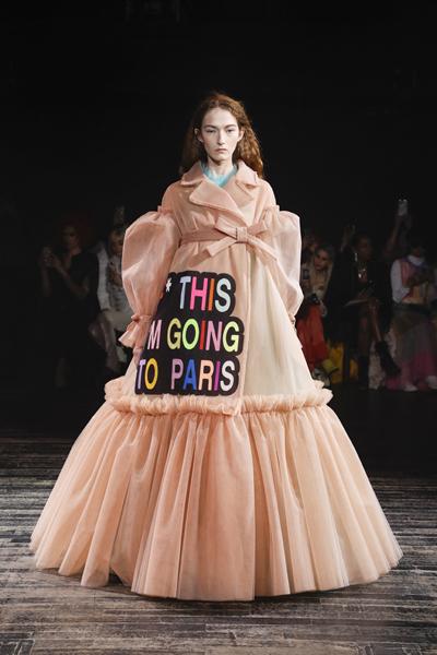 Paris Haute-Couture : Viktor & Rolf, la mode à slogans - 15