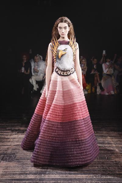 Paris Haute-Couture : Viktor & Rolf, la mode à slogans - 14