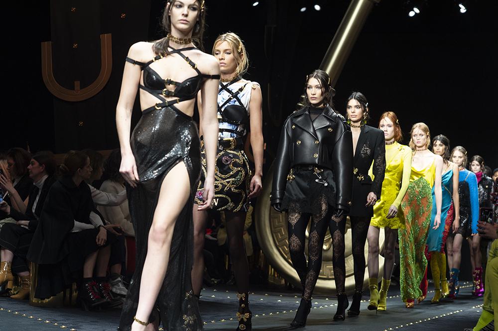 Final versace fashion week milan FW19