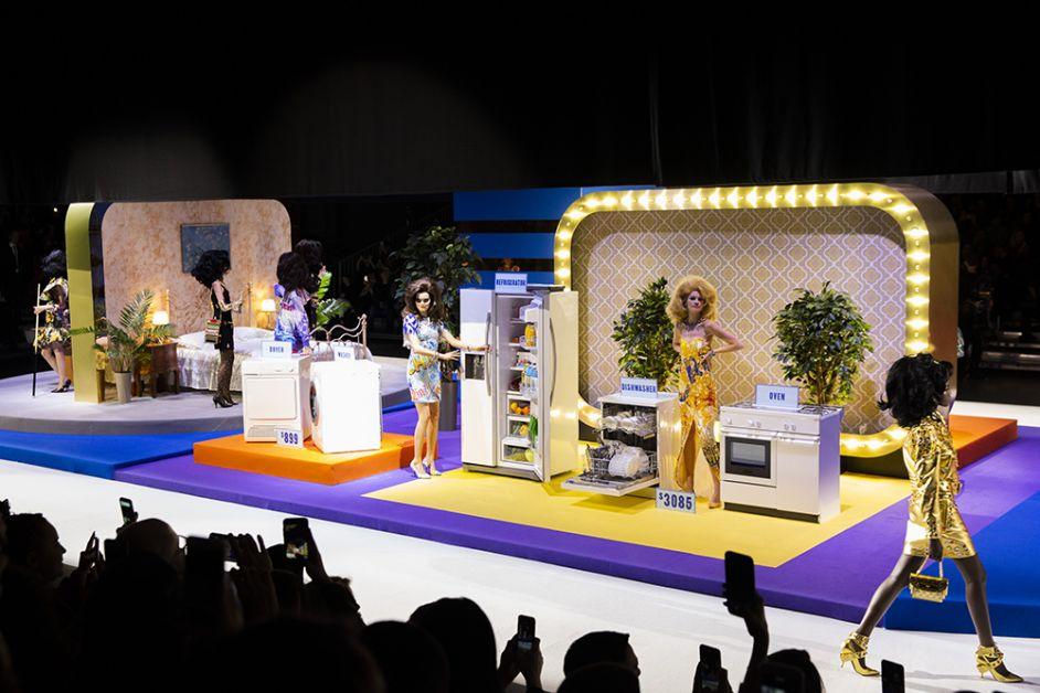 décor Moschino Fashion week milan 19