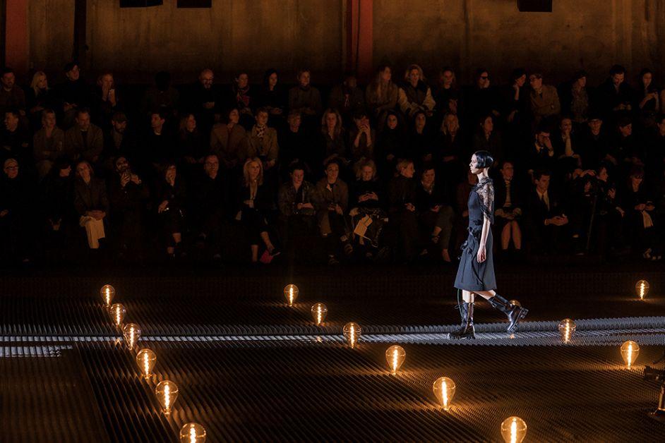 Vision latérale défilé prada fashion week de Milan FW19