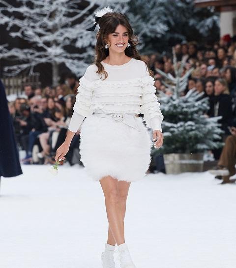 Chanel : émotion et hommages pour le dernier défilé de Karl