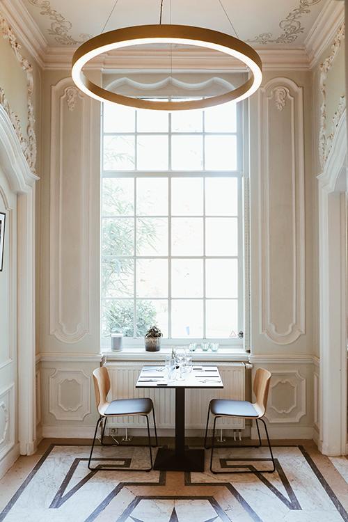 photo de l'intérieur du restaurant Le Louis XV