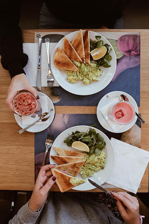 Photo de la table du petit déjeuner du restaurant Au Savoy