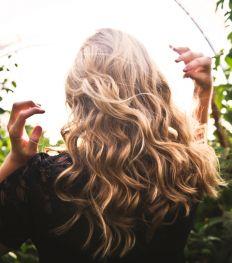 Nos astuces anti-cheveux gras