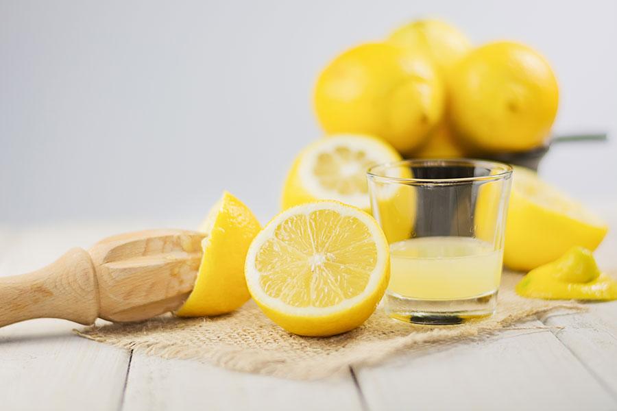 Photo de demi-citrons pressés pour en obtenir le jus.