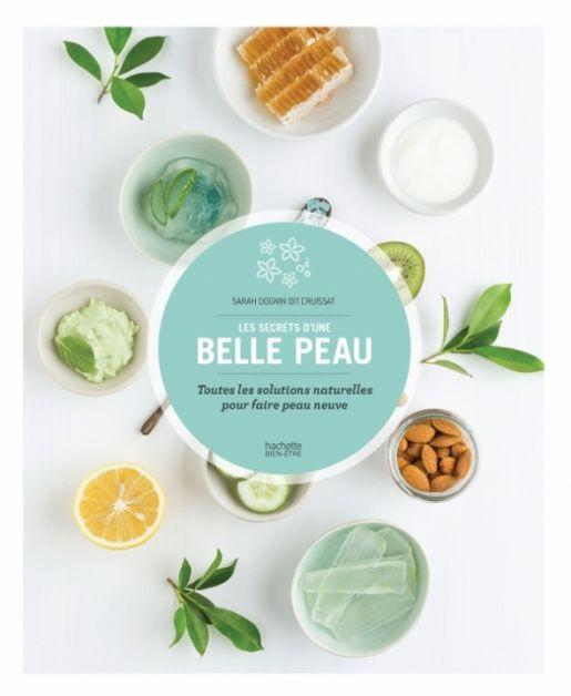 """Couverture du livre """"Les secrets d'une belle peau"""" chez Hachette bien-être."""