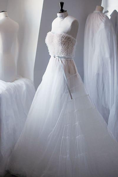 Cette robe couture portée par Jennifer Lawrence fera un plongeon magistral au fond d'une piscine.