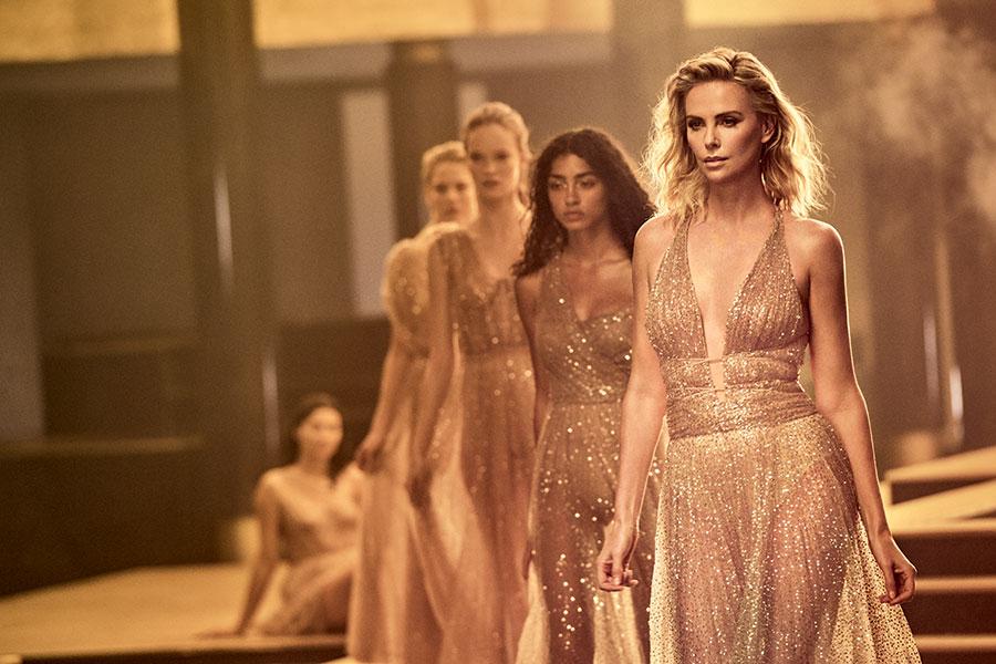 Depuis 2004, Charlize Theron est l'égérie des campagnes promotionnelles du parfum J'Adore.
