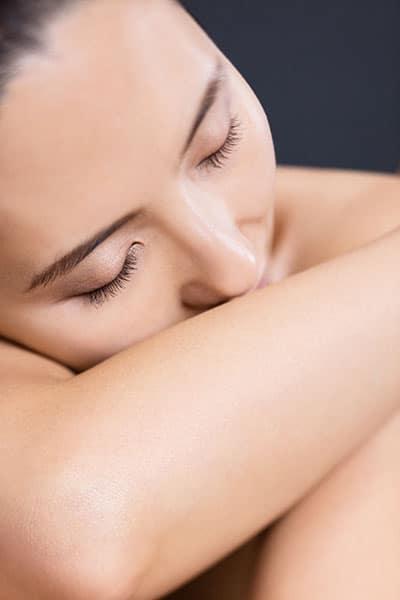 Visage de femme détendue après un massage.