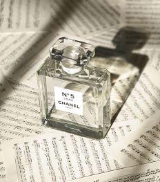 «Je suis un nez»: le parfumeur créateur de Chanel se confie