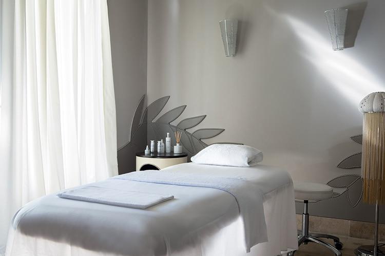 Une cabine de soins du spa Nescens de La Réserve Genève.