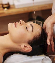 On a testé: le Shirodhara, le massage ultime pour se relaxer pour de bon
