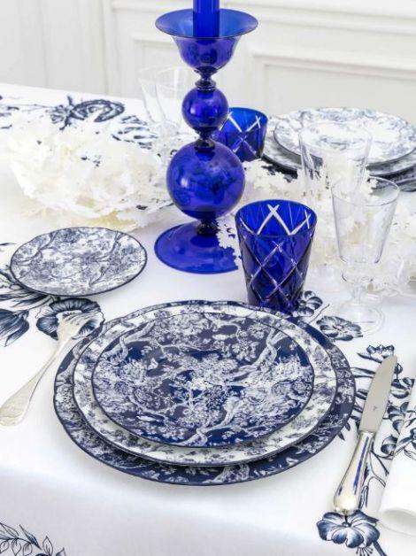 Assiette avec motif Toile de Jouy Hortensia bleu