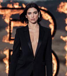 Dua Lipa incandescente dans la campagne du dernier parfum Yves Saint Laurent