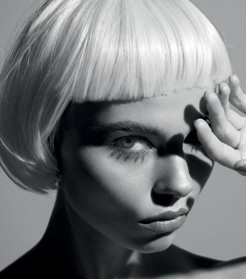 La perruque: comment un objet tabou devient le nouvel it-accessoire ?