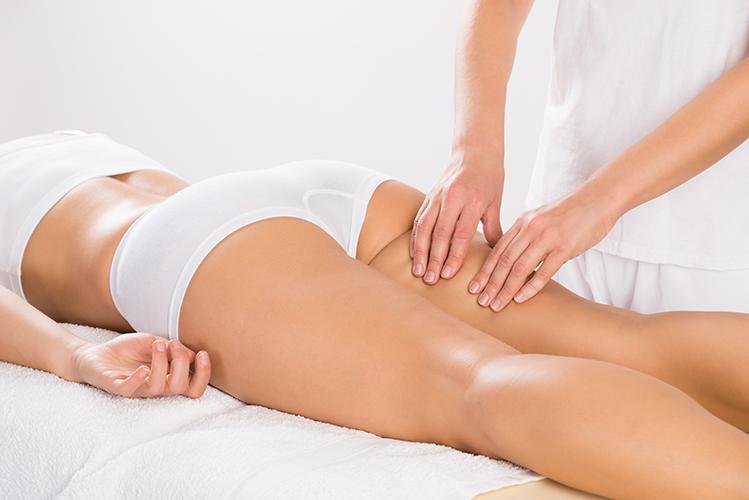 Exemple d'un massage sculptant ayant pour effets d'obtenir une peau lisse.