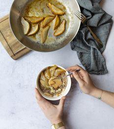 Porridge coco-cacao aux poires caramélisées